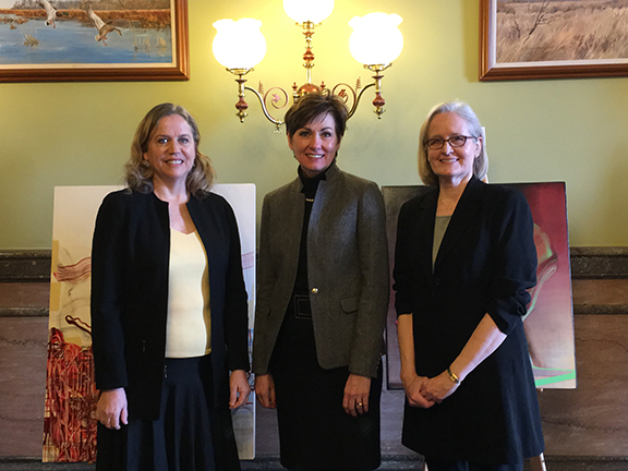 Alumna Halle Siepman and Professor Sue Hettmansperger with Lt. Governor of Iowa, Kim Reynolds