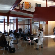 Interdisciplinary Forum with the main stair to the right.