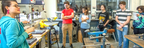 Students in Jewelry and Metals class